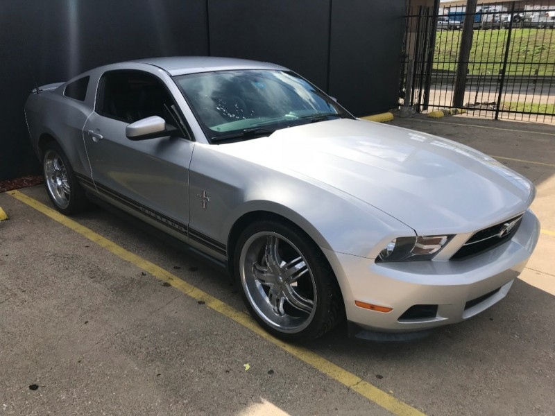 Ford Mustang Premium 2011 price $8,990
