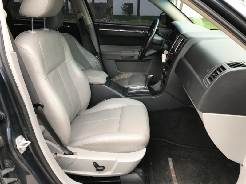 Chrysler 300 Touring 2007 price $4,990