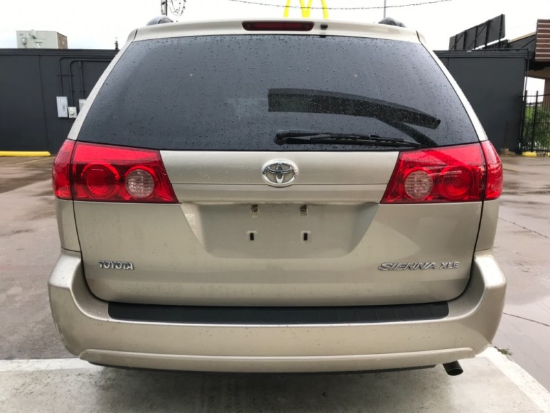 Toyota Sienna XLE One owner 2007 price $8,990