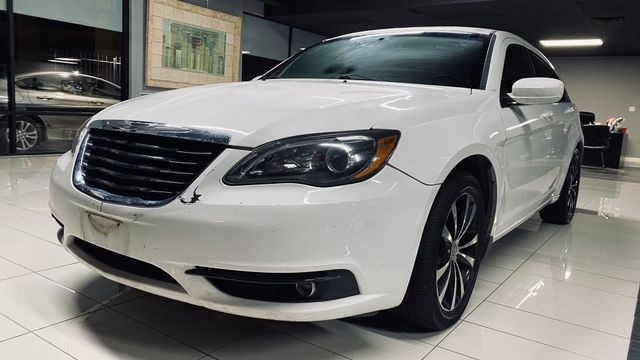 Chrysler 200 2013 price $6,490