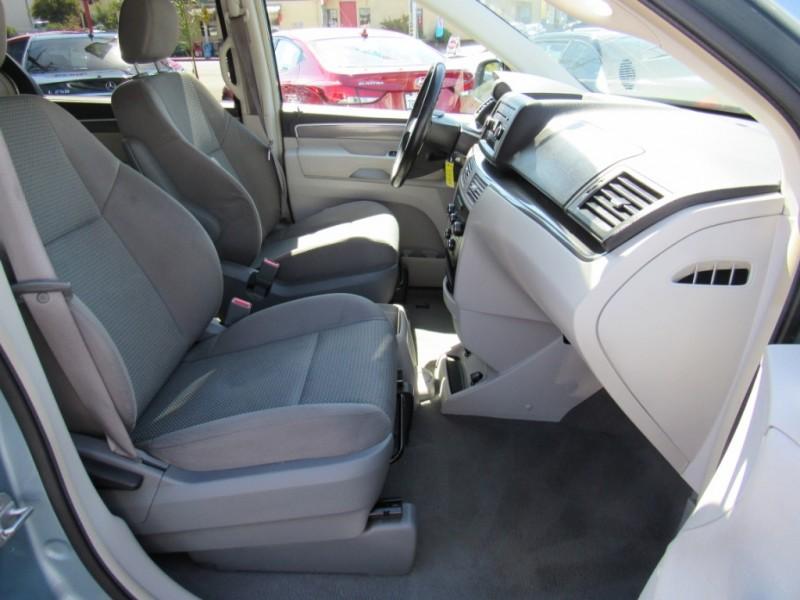 Volkswagen Routan 2010 price $6,888