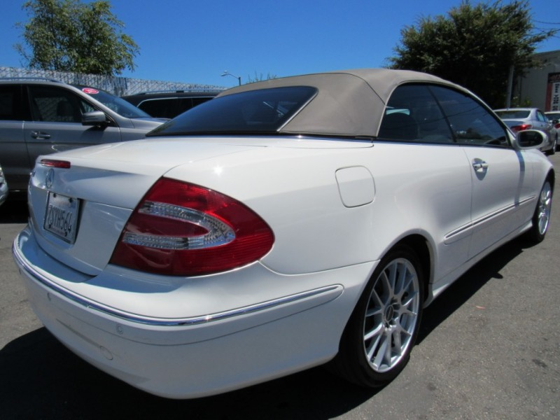 Mercedes-Benz CLK320 2005 price $7,588