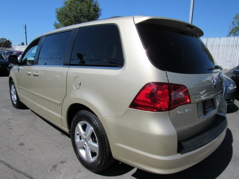 Volkswagen Routan 2011 price $7,888