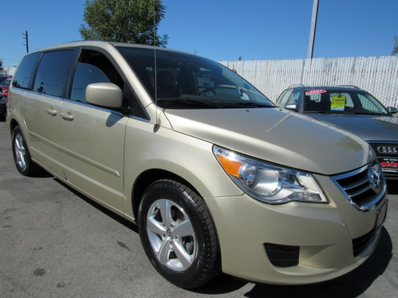 Volkswagen Routan 2011 price $7,888