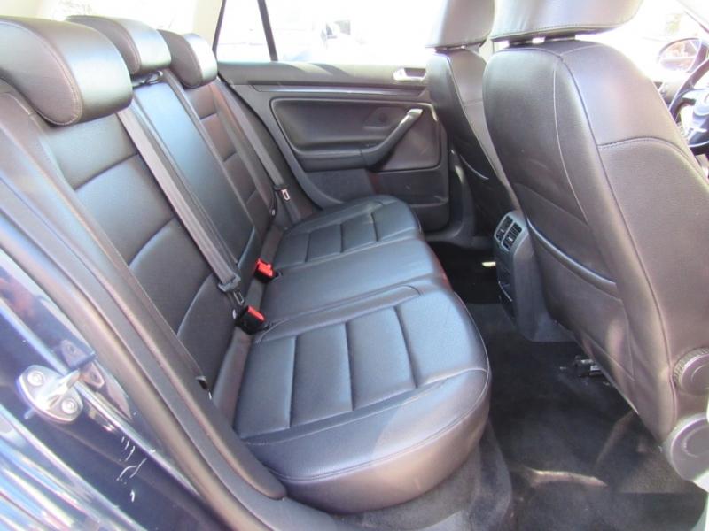 Volkswagen Jetta Wagon 2010 price $8,888