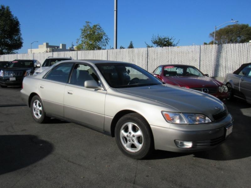 Lexus ES 300 1999 price $5,888