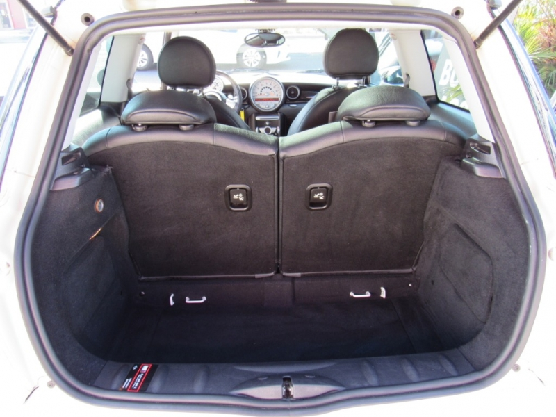 Mini Cooper Hardtop 2008 price $9,888