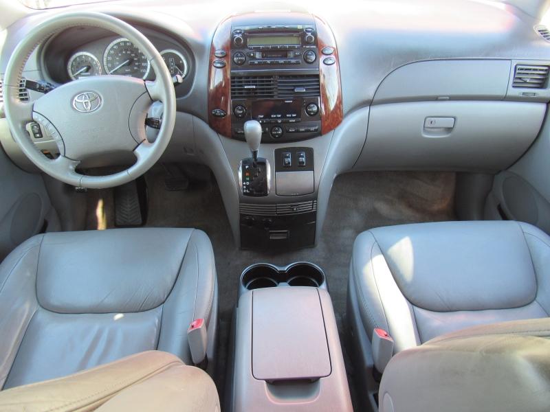 Toyota Sienna 2005 price $7,888