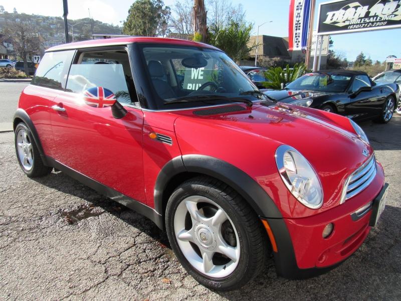 Mini Cooper Hardtop 2005 price $5,888