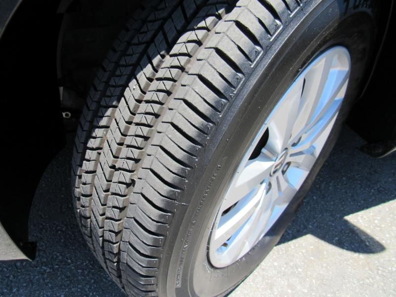 Volkswagen Routan 2012 price $10,888