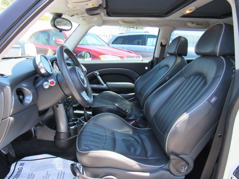 Mini Cooper Hardtop 2006 price $4,988