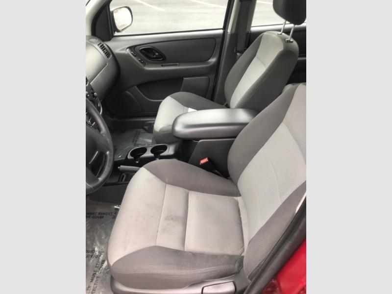 Ford Escape 2004 price $3,950