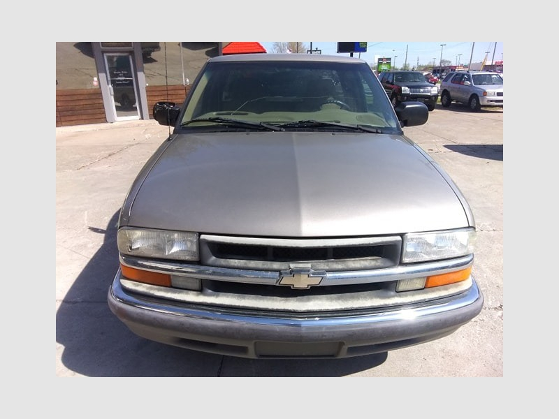 Chevrolet S-10 2000 price $3,900