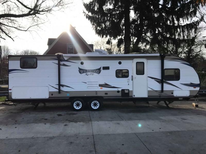 Forest River Wildwood X-LITE 2015 price $17,950 Cash