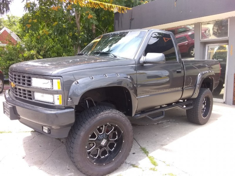 Chevrolet 1/2 Ton Pickups 1989 price $17,950