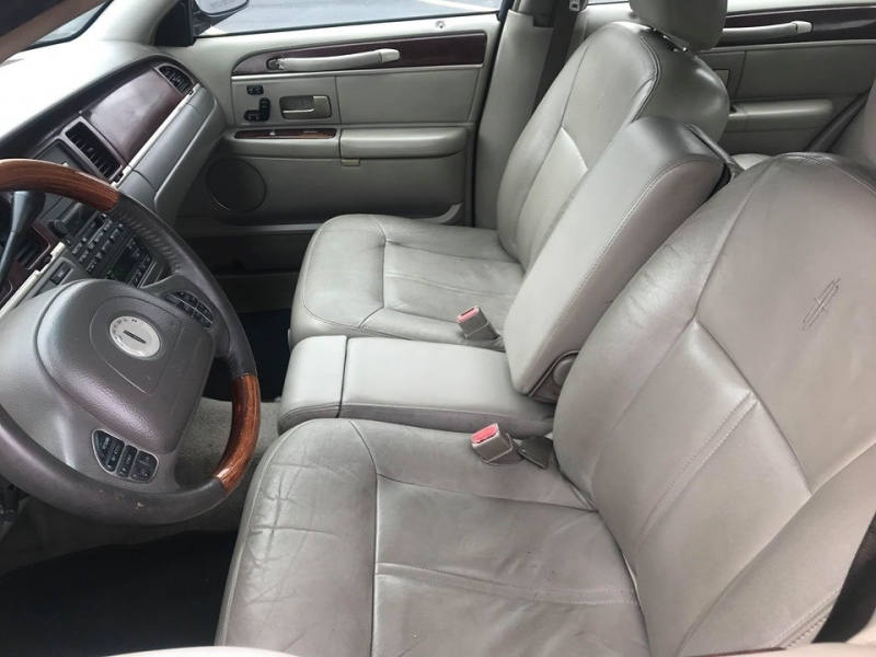 Lincoln Town Car 2004 price $1,999