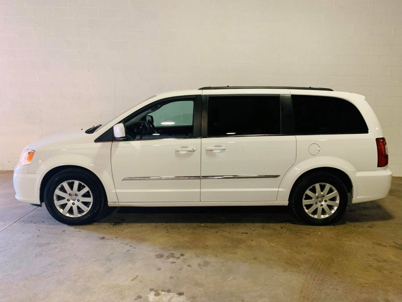 Chrysler Town & Country 2015 price $6,950