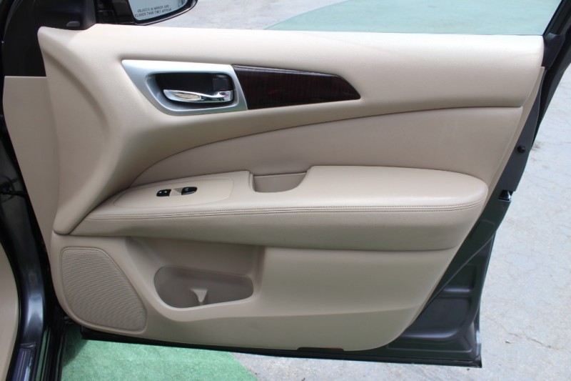 Nissan Pathfinder 2015 price $14,999