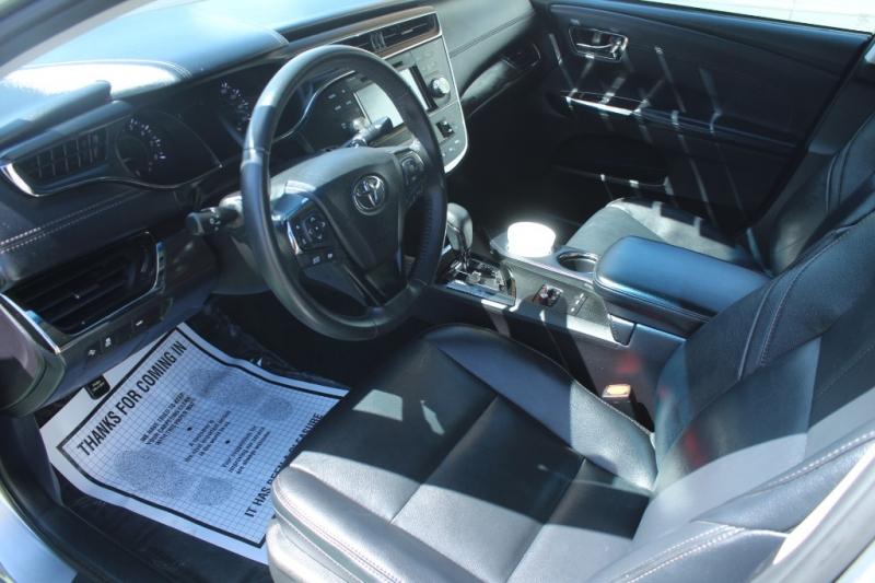 Toyota Avalon 2018 price $19,999
