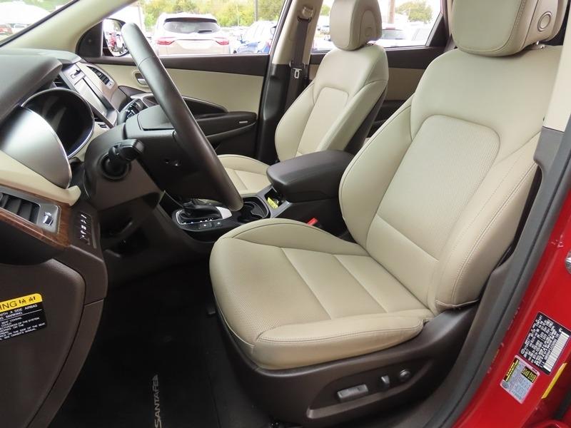 Hyundai Santa Fe 2018 price $28,950