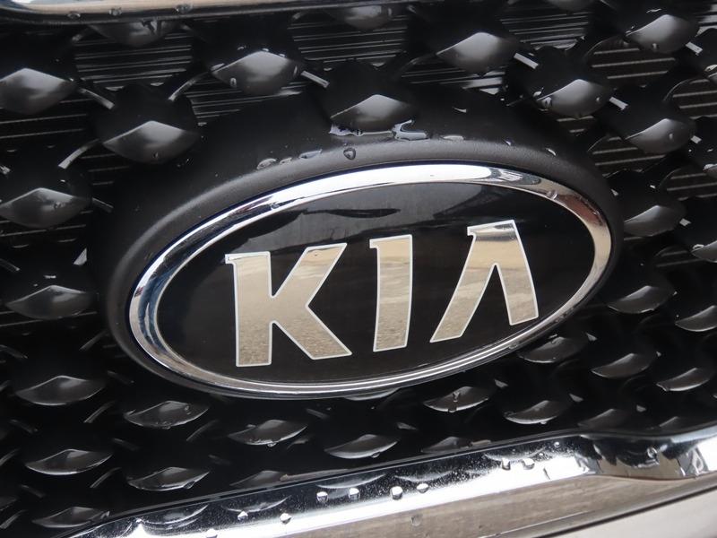 Kia Sorento 2016 price $15,950