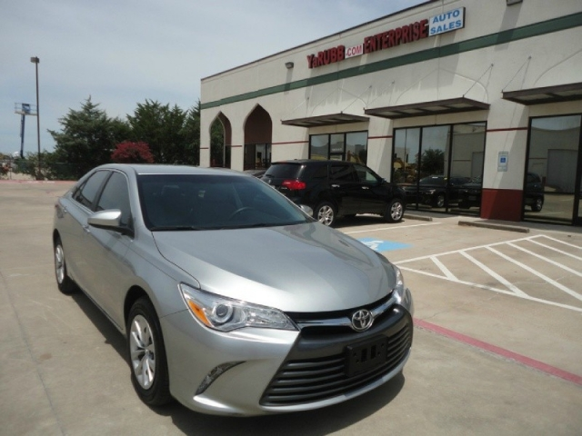 2016 Toyota Camry LE 1 Owner Full Warranty