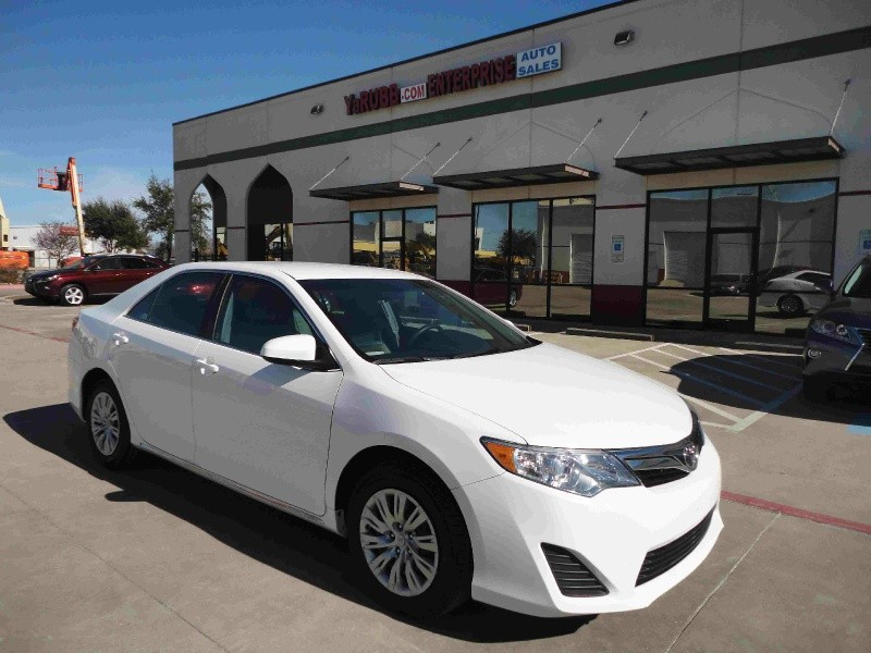 2014 Toyota Camry LE 1 Owner only 29k mi