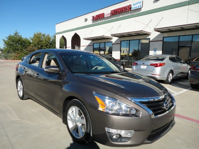 Charming 2013 Nissan Altima SL 36k Mi Leather