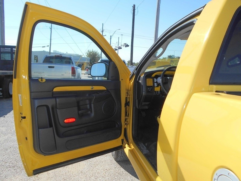 2005 Dodge Ram 1500 2dr Reg Cab 120 5 Quot Wb 4wd Slt