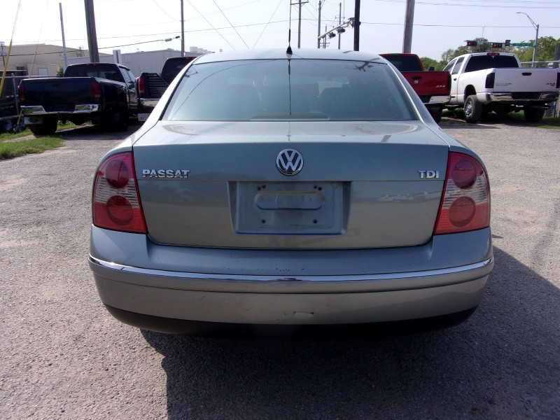 Volkswagen Passat Sedan 2005 price $7,995