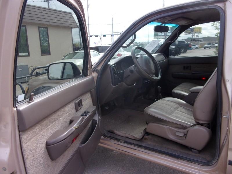 Toyota Tacoma 1999 price $8,995