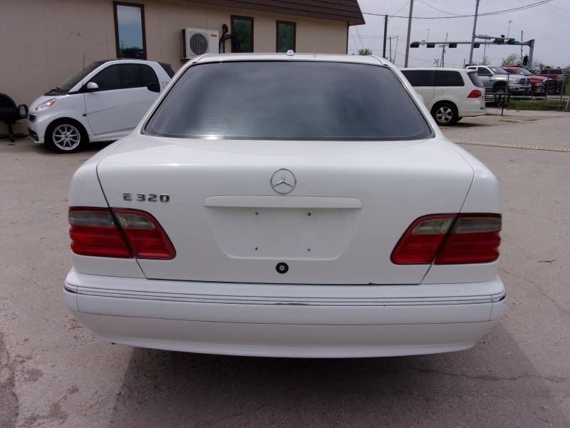 Mercedes-Benz E-Class 2000 price $6,995