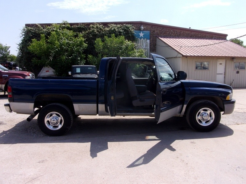 Dodge Ram 2500 2001 price $9,995