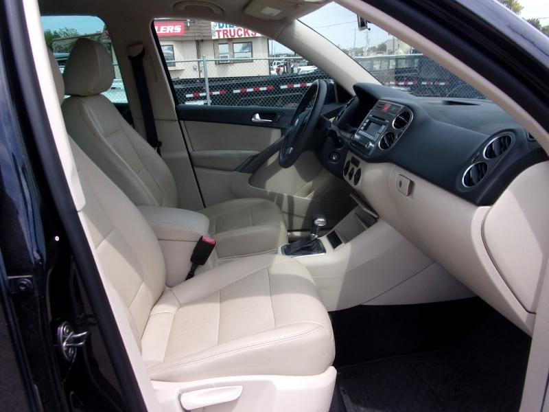 Volkswagen Tiguan 2009 price $9,995