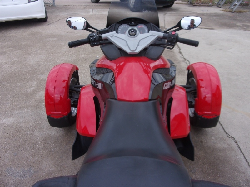 Can-Am SPYDER 2009 price $10,995
