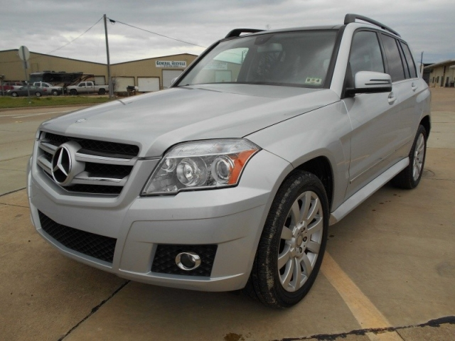 2010 Mercedes-Benz GLK350 AWD LIKE NEW