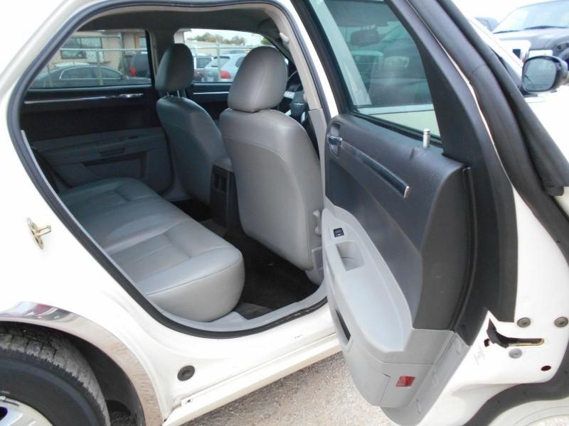 Chrysler 300TOURING 2006 price $5,995