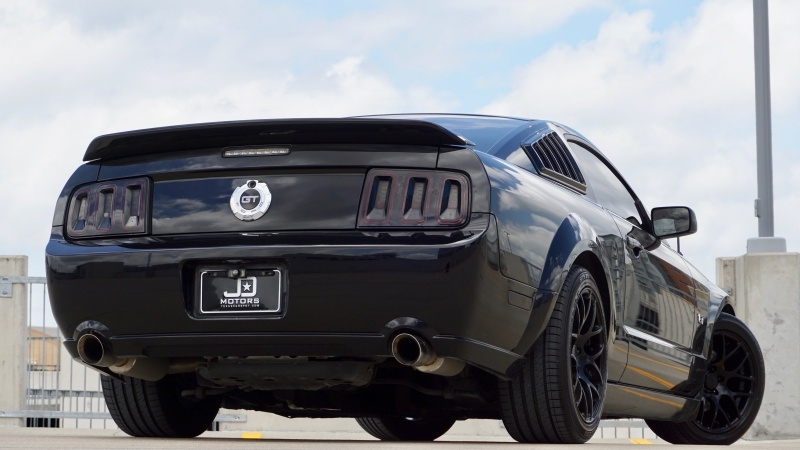 Ford Mustang GT Deluxe 2006 price $11,995