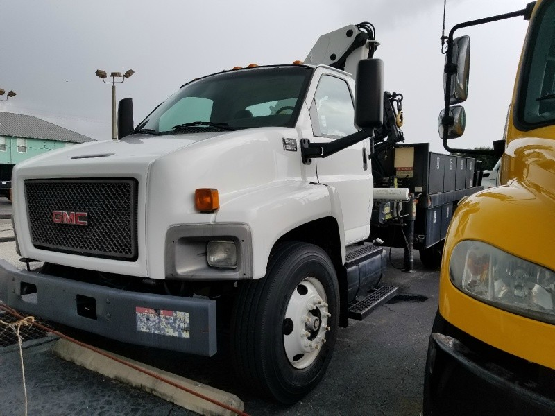 GMC KNUCKLE TRUCK 2005 price $22,500