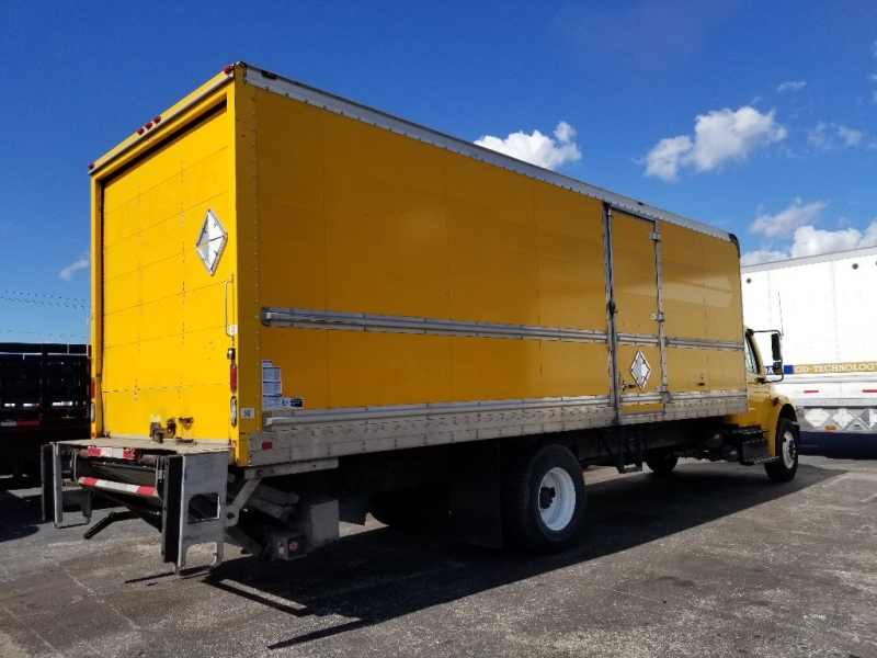 Freightliner M20106 26FT BOX TRUCK 2013 price $23,500
