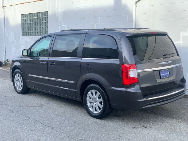 Chrysler Town & Country 2015 price $19,495