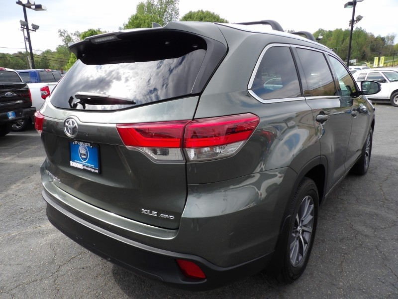 Toyota Highlander 2017 price Call for Pricing.