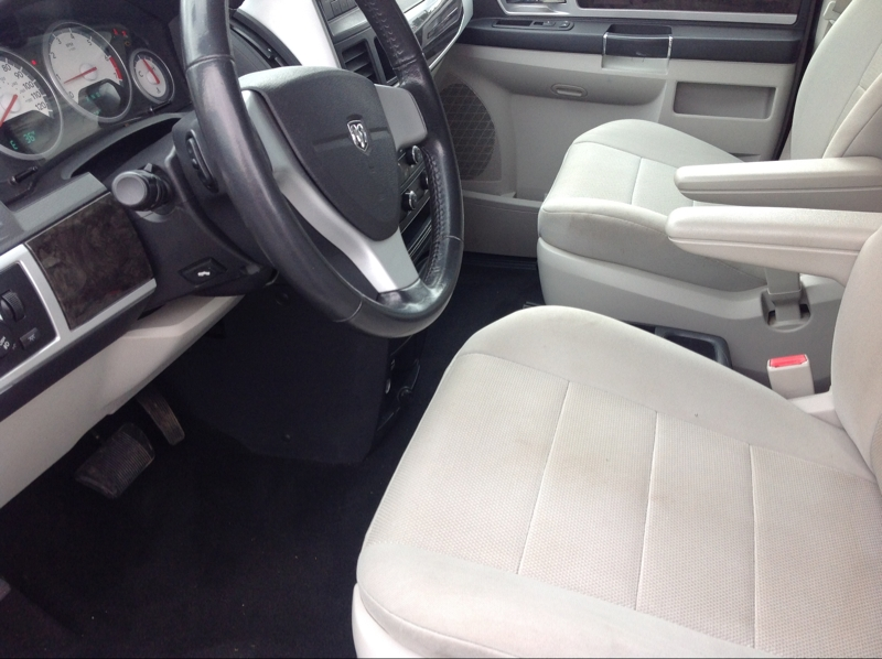 Dodge Grand Caravan 2009 price $5,250
