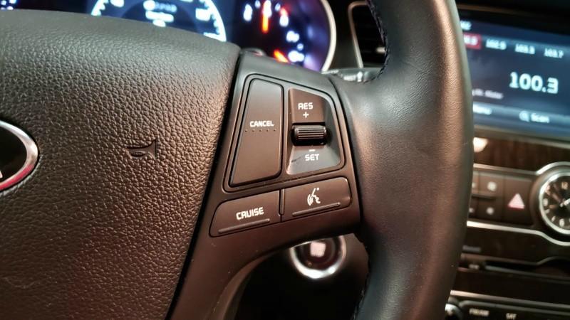 Kia Cadenza 2016 price $16,990