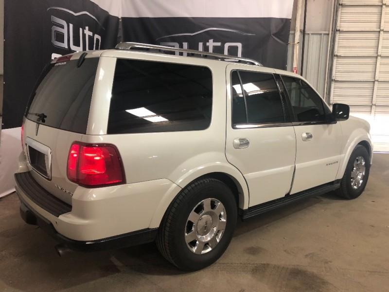Lincoln Navigator 2005 price $6,990