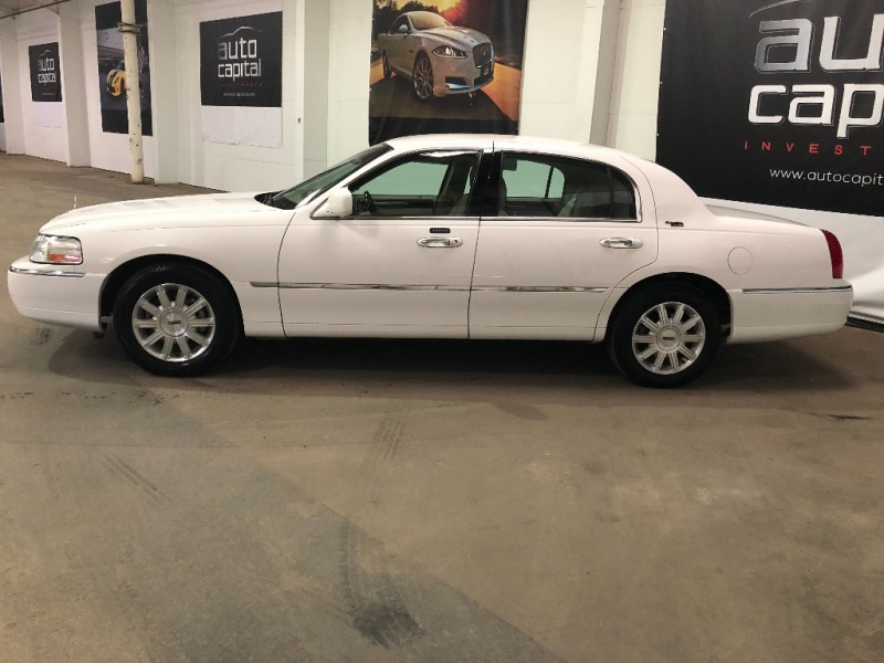 Lincoln Town Car 2008 price $7,490