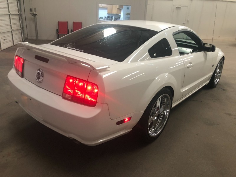 Ford Mustang 2006 price $8,290