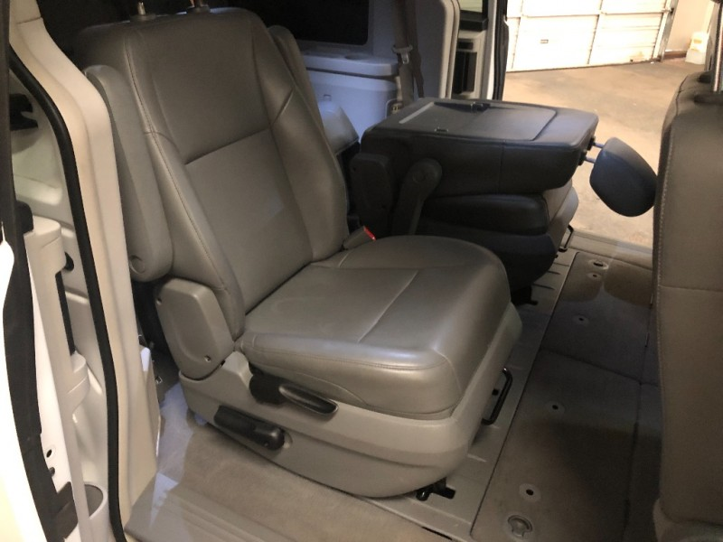 Volkswagen Routan 2014 price $11,490