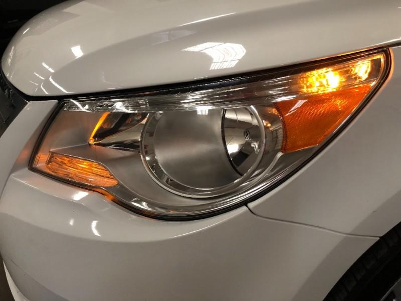 Volkswagen Routan 2014 price $11,490