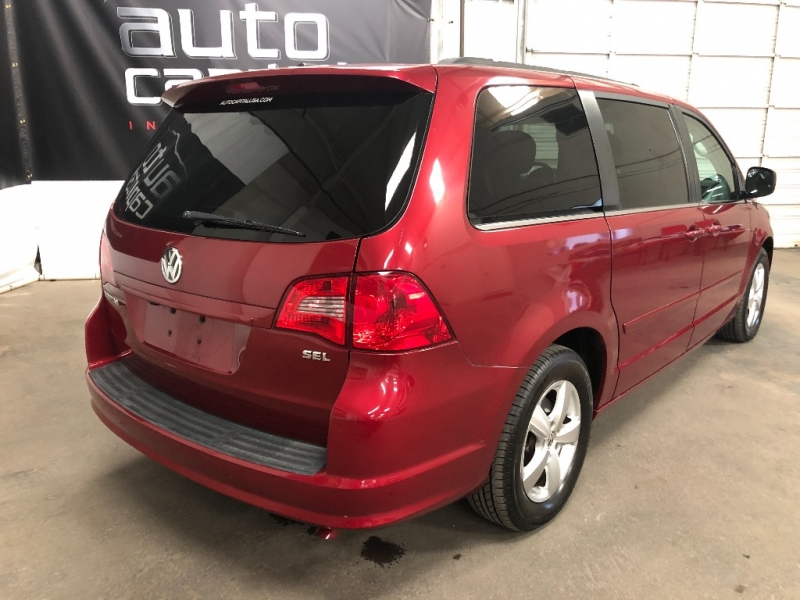 Volkswagen Routan 2011 price $9,990